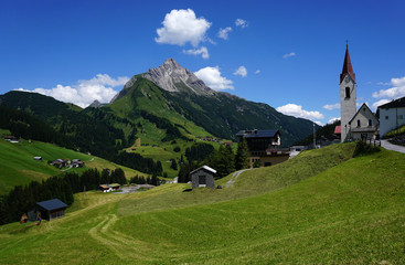 Photo sur Aluminium Reflexion Warth in Vorarlberg mit Biberkopf, Oesterreich,