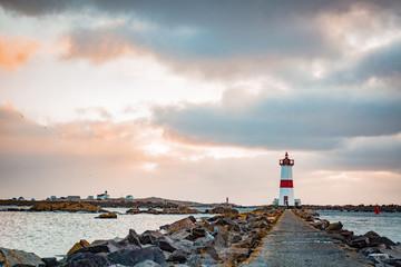 Lever de Soleil sur le Phare de la Pointe aux Canon à Saint-Pierre et Miquelon
