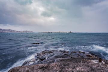 Vue sur le Petit Bertrand et L'Ile aux Marins en hiver - Saint-Pierre et Miquelon