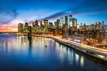 Spoed Fotobehang New York City Manhattan skyline bei Nacht, New York City, USA