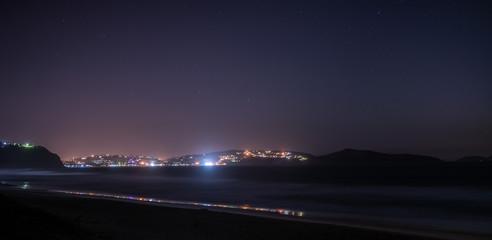 Vista da praia de noite