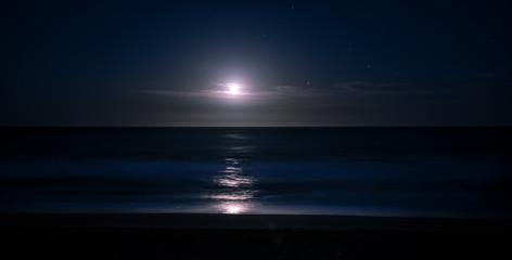 visão panorâmica do luar na praia