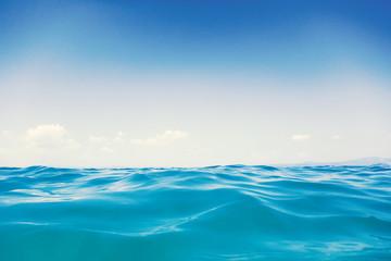 Autocollant pour porte Eau Sea wave close up, low angle view water background