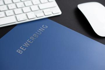 Online Bewerbung blaue Bewerbungsmappe