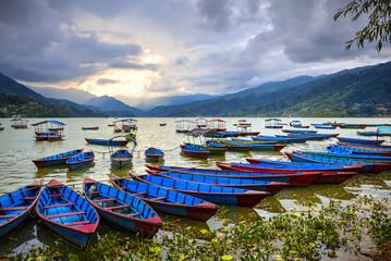 Deurstickers Nepal Phewa Lake, Pokhara, Nepal