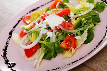 Salad with avocado, tomatoes, grapefruit, corn salad
