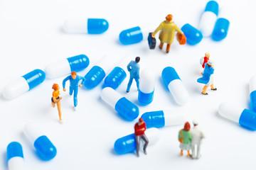 薬とミニチュアの人々