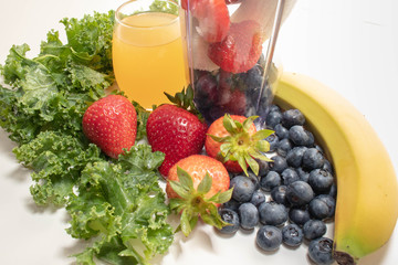 Portable Juicer Cup Strawberries, Blueberries and Fruit