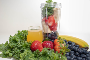 Portable Juicer Cup and Fruit 2