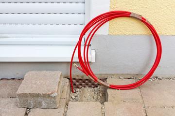 Glasfaserkabel bis zur Hauswand verlegt - Breitbandanschluss