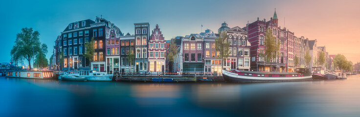 Foto op Aluminium Amsterdam River, canals and traditional old houses Amsterdam