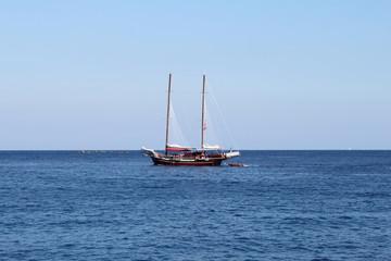 Barca a vela a largo dell'isola di Ponza,Latina