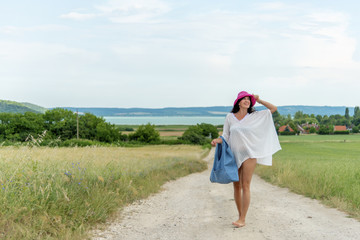 Paya | White Pareo on Field | Balaton