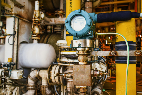 Pressure transmitter, and temperature transmitter for measurement