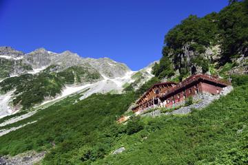 涸沢の山小屋と奥穂高岳