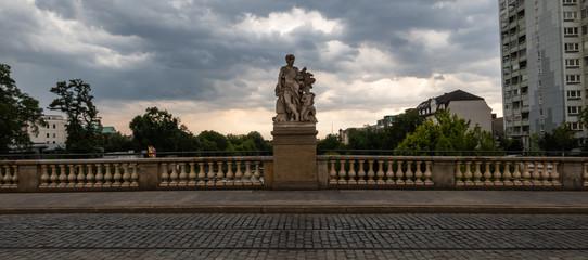 Statue auf der Zollbrücke Magdeburg