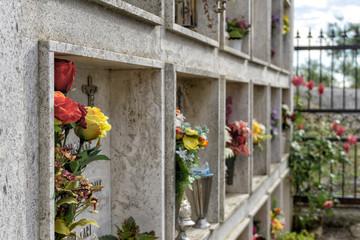 Friedhofskulturen: Schiebegräber in Italien