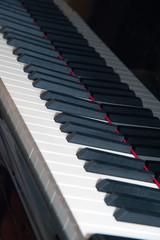 schwarz weiße Klavier tasten klaviertsaten
