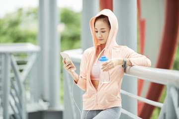 Jogger with smartphone