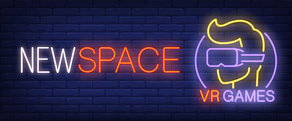 New space, VR games neon text and gamer in virtual reality glasses. Technology and entertainment concept. Advertisement design. Night bright neon sign, light banner. Vector illustration in neon style.