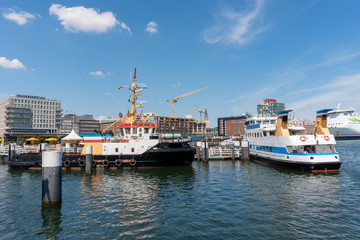 Schiffe der Fördeschiffahrt am Bahnhofskai