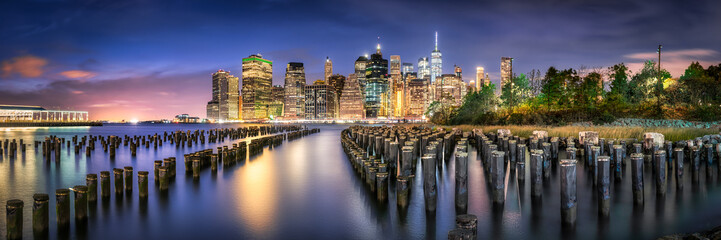 Skyline Panorama von Manhatten bei Nacht, New York City, USA