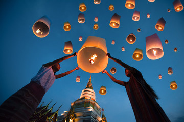 people release floating lanterns ballon to blue sky for make a wish for the future, Thailand Fototapete
