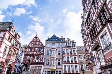 Historische Hausfassaden Bernkastel-Kues Rheinland Pfalz Deutschland