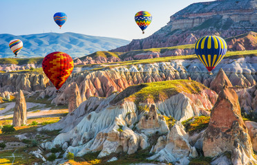 Photo sur Toile Turquie The great tourist attraction of Cappadocia - balloon flight. Cappadocia is known around the world as one of the best places to fly with hot air balloons. Goreme, Cappadocia, Turkey