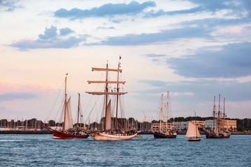 Fototapete - Segelschiffe auf der Hanse Sail in Rostock
