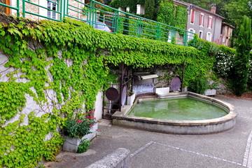 Fotobehang Fontaine fontaine village eurre drôme