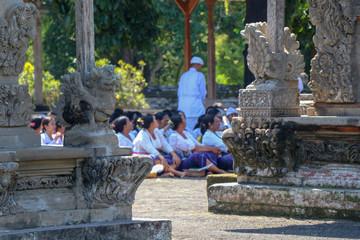 A Hindu priest and balinese women at a ritual at Taman Ayun Temple