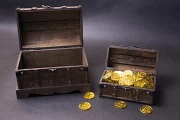 黒バックの宝箱とゴールドコイン
