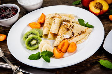 Crepes with fruits and creme