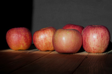 Ripe apples on a wooden table