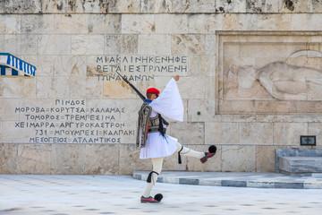Photo sur Aluminium Athenes Relève de la garde devant le Parlement grec à Athènes