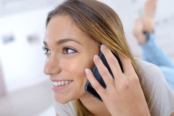 woman having a conversation on the cellular phone