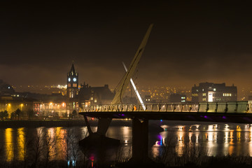 Derry Peace Bridge at night -1
