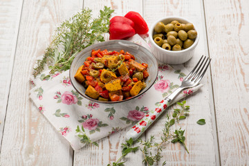 tofu  with tomatoes capsicum and green olives