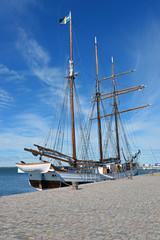 Historischer Dreimaster im Hafen von Borgholm Öland