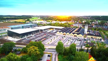 Schlüterhallen in Freising bei Sonnenuntergang, Bayern, Deutschland