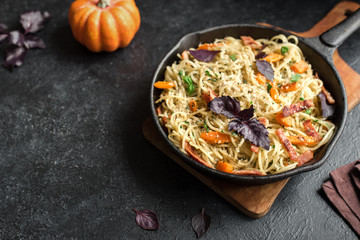 Spaghetti pasta with pumpkin and bacon