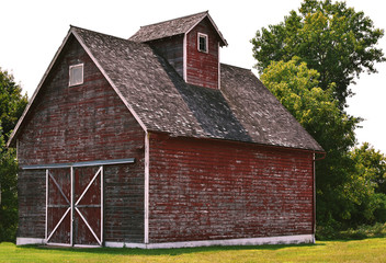 Red weathered barn in rural Illinois