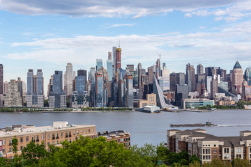 Fototapete - New York City midtown Manhattan skyline panorama view from Boulevard East Old Glory Park over Hudson River.