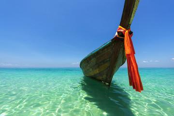 Longtailboot auf Bamboo Island bei Krabi, Thailand