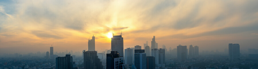 panoramic view of cityscape sunrise skyline and cloudscape Papier Peint