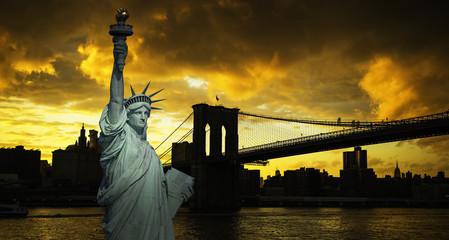 New York City Manhattan skyline and Brooklyn bridge