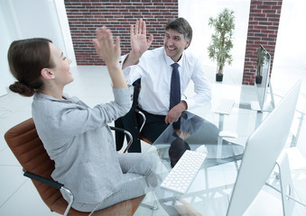 """Colleagues """"makes five"""" as a sign of success"""