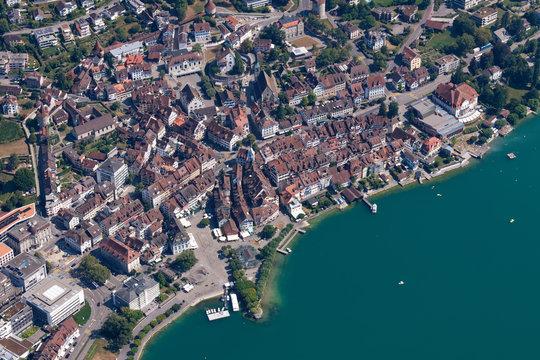 Luftaufnahme der Altstadt von Zug (Schweiz)