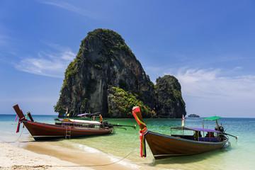 Longtailboot am Tam Phra Nang beach, Krabi